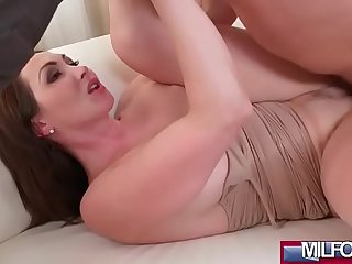 Big tits Milf orgasms and squirts(Yasmin Scott) 02 mov-07
