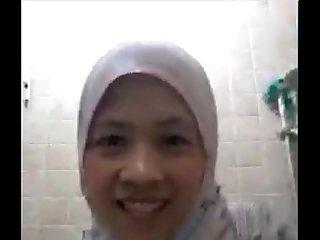 muslim lady on skype